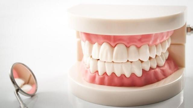 Protetik Diş Tedavileri (Tam veya Parçalı Protezler)